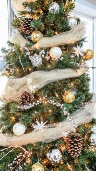 Elegant Rustic Christmas Decoration Ideas That Stands Out 23