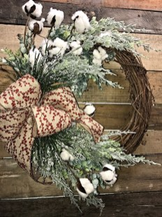 Elegant Rustic Christmas Wreaths Decoration Ideas To Celebrate Your Holiday 05