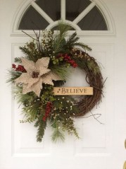 Elegant Rustic Christmas Wreaths Decoration Ideas To Celebrate Your Holiday 11