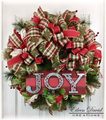 Elegant Rustic Christmas Wreaths Decoration Ideas To Celebrate Your Holiday 25