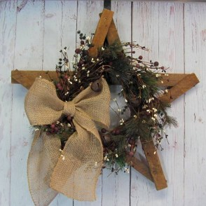 Elegant Rustic Christmas Wreaths Decoration Ideas To Celebrate Your Holiday 26