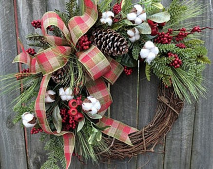 Elegant Rustic Christmas Wreaths Decoration Ideas To Celebrate Your Holiday 34