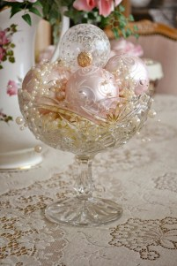 Gorgeous Pink And Gold Christmas Decoration Ideas 06