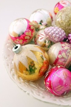 Gorgeous Pink And Gold Christmas Decoration Ideas 32