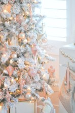 Gorgeous Pink And Gold Christmas Decoration Ideas 39
