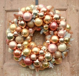 Gorgeous Pink And Gold Christmas Decoration Ideas 44
