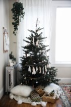Inspiring Christmas Decoration Ideas For Your Apartment 47