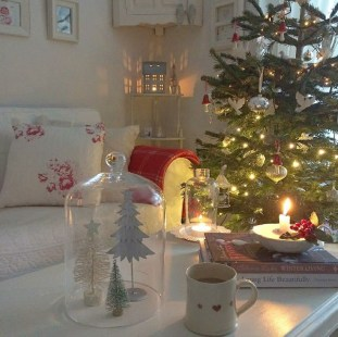 Inspiring Christmas Decoration Ideas For Your Apartment 48