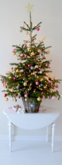 Inspiring Home Decoration Ideas With Small Christmas Tree 05