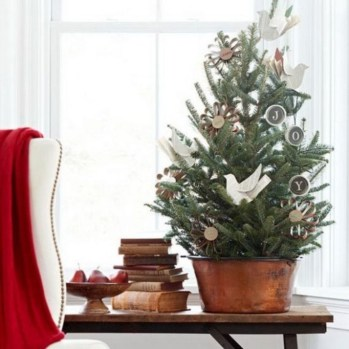 Inspiring Home Decoration Ideas With Small Christmas Tree 06