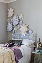 Simple Christmas Bedroom Decoration Ideas 05