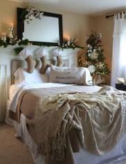 Simple Christmas Bedroom Decoration Ideas 12