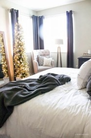 Simple Christmas Bedroom Decoration Ideas 18