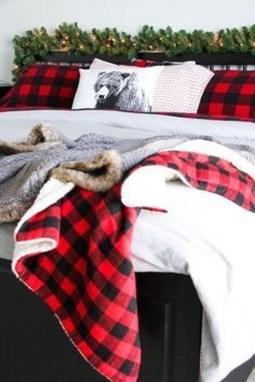 Simple Christmas Bedroom Decoration Ideas 25