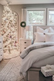 Simple Christmas Bedroom Decoration Ideas 37