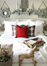 Simple Christmas Bedroom Decoration Ideas 38