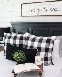 Stunning Black And White Bedroom Decoration Ideas 05