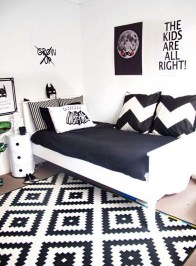 Stunning Black And White Bedroom Decoration Ideas 26