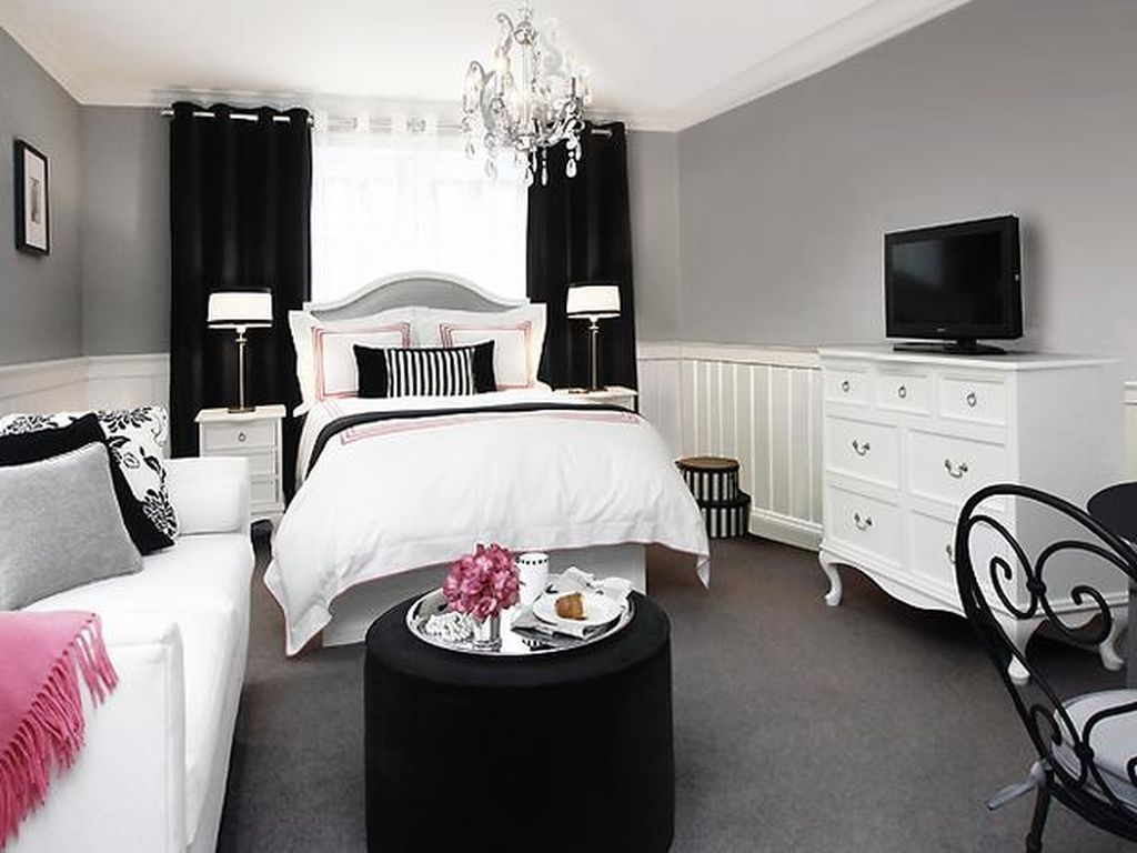 40 Stunning Black And White Bedroom Decoration Ideas