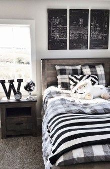 Stunning Black And White Bedroom Decoration Ideas 34