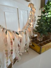 Totally Inspiring Farmhouse Christmas Decoration Ideas To Makes Your Home Stands Out 16