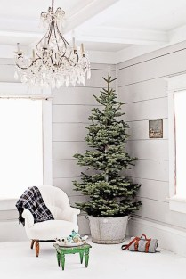 Totally Inspiring Farmhouse Christmas Decoration Ideas To Makes Your Home Stands Out 17