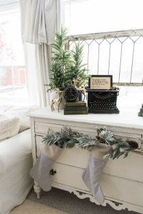 Totally Inspiring Farmhouse Christmas Decoration Ideas To Makes Your Home Stands Out 19