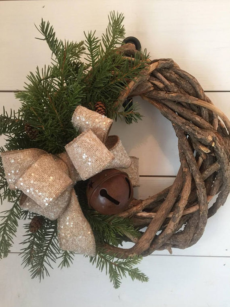 Totally Inspiring Farmhouse Christmas Decoration Ideas To Makes Your Home Stands Out 20