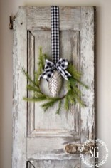Totally Inspiring Farmhouse Christmas Decoration Ideas To Makes Your Home Stands Out 29