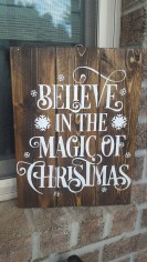 Totally Inspiring Farmhouse Christmas Decoration Ideas To Makes Your Home Stands Out 30