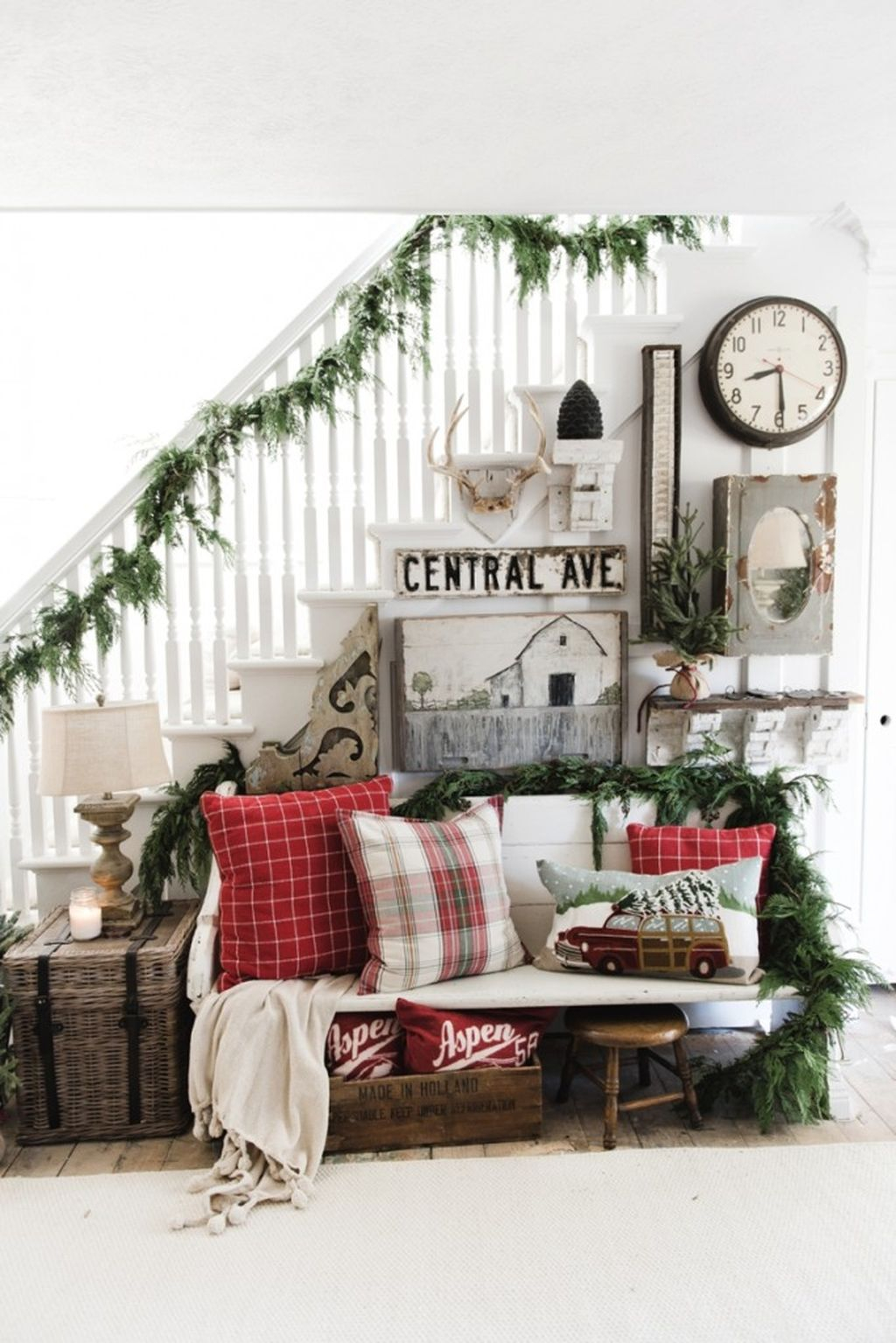 Totally Inspiring Farmhouse Christmas Decoration Ideas To Makes Your Home Stands Out 34