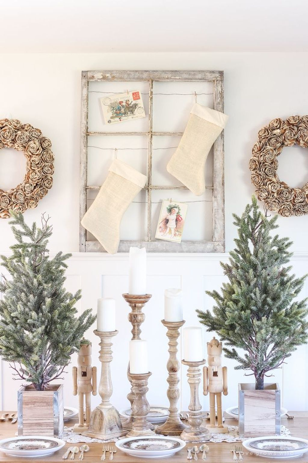 Totally Inspiring Farmhouse Christmas Decoration Ideas To Makes Your Home Stands Out 36
