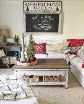 Totally Inspiring Farmhouse Christmas Decoration Ideas To Makes Your Home Stands Out 44
