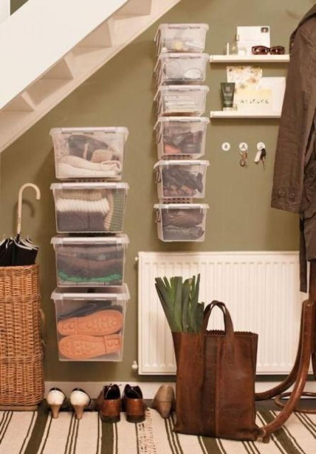 38 Brilliant Hallway Storage Decoration Ideas08