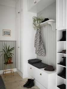 38 Brilliant Hallway Storage Decoration Ideas22