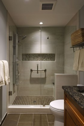 Cool Small Master Bathroom Remodel Ideas 27