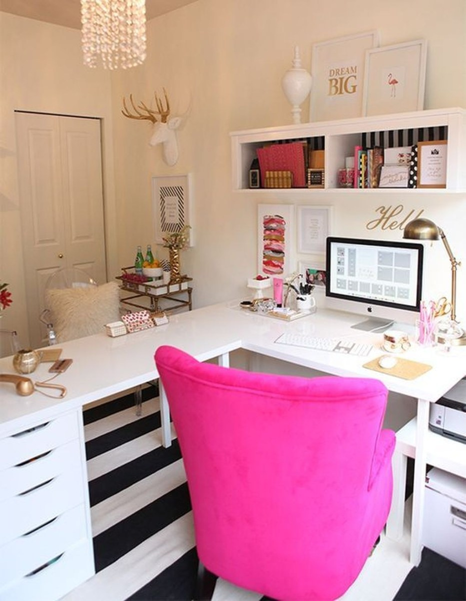 Elegant And Exquisite Feminine Home Office Design Ideas 16