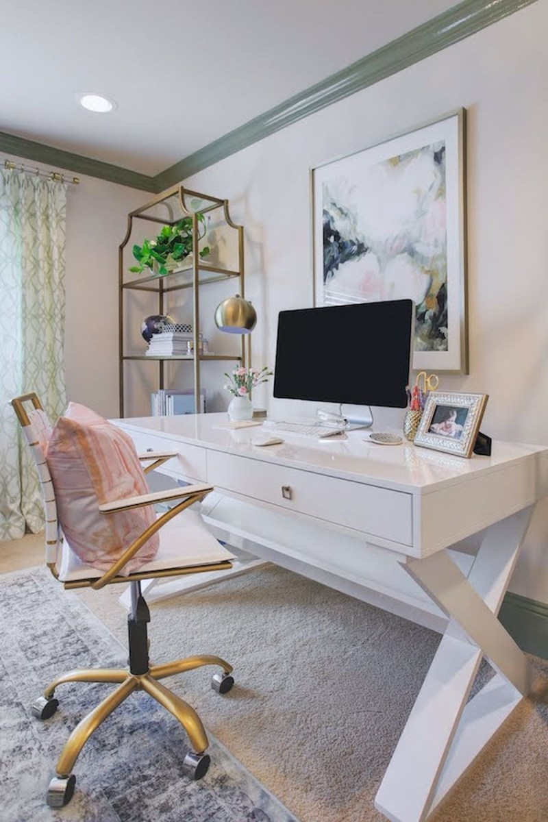 Elegant And Exquisite Feminine Home Office Design Ideas 17