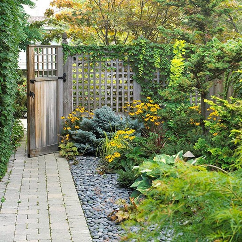 Relaxing Japanese Inspired Front Yard Decoration Ideas 28