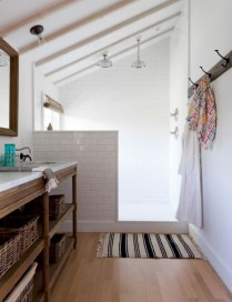 Simple And Cozy Wooden Bathroom Remodel Ideas 33