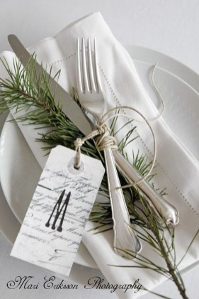 Amazing Winter Table Decoration Ideas 06