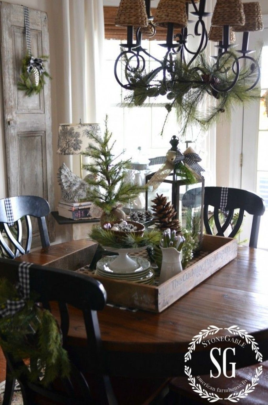 Amazing Winter Table Decoration Ideas 41