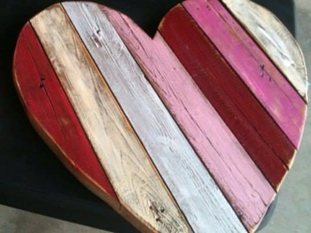 Beautiful And Creative DIY Valentine Decoration Ideas For Your Home 10
