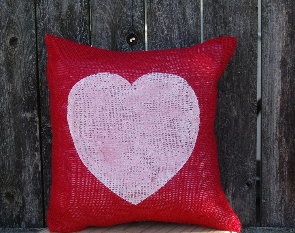 Cool And Cozy Red Valentines Day Decoration Ideas 04