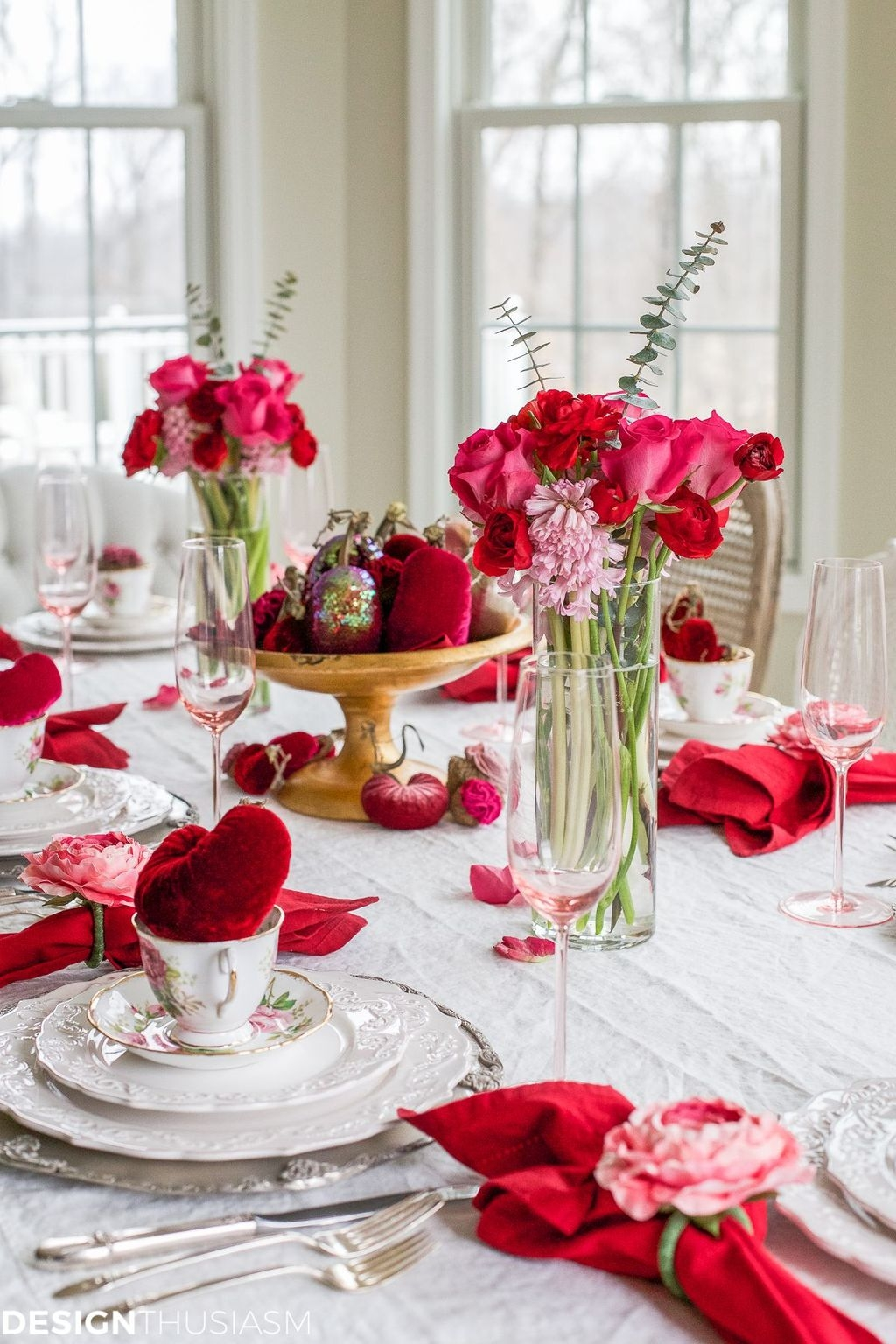 Cool And Cozy Red Valentines Day Decoration Ideas 15