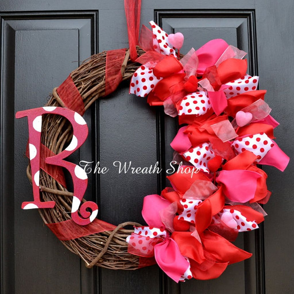 Cool And Cozy Red Valentines Day Decoration Ideas 17