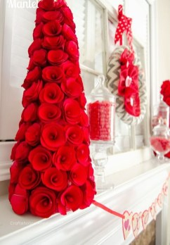 Cool And Cozy Red Valentines Day Decoration Ideas 18