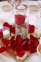 Cool And Cozy Red Valentines Day Decoration Ideas 37