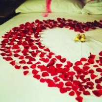 Cool And Cozy Red Valentines Day Decoration Ideas 38