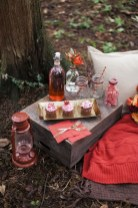 Cool And Cozy Red Valentines Day Decoration Ideas 40